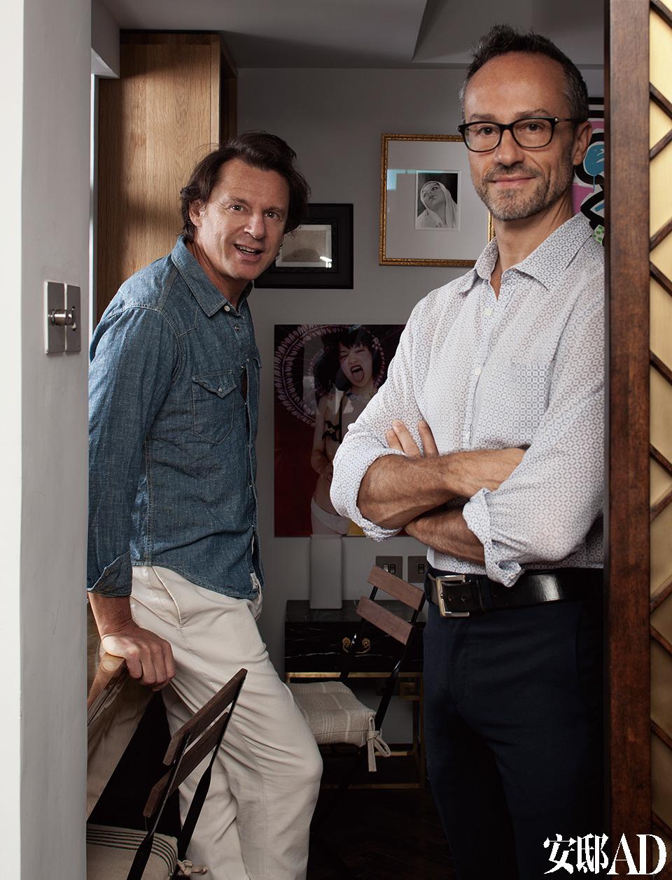 主人:来自意大利威尼斯的家具制造商Stefano Del Vecchio(左)8年前将公司和工厂都搬到了中国,如今常年往返于威尼斯、香港和纽约三地。他还是一位艺术爱好者,主要收藏现代艺术和美国战后艺术作品,形式不拘于油画、摄影、装置和综合材料,展示于家中的艺术作品体现出他独特的审美情趣。Stefano Tordiglione(右),一位出生于意大利拿波里的建筑师,在纽约和伦敦留学和工作过10年,擅长高端商铺、酒店、私宅和游艇设计。他在香港创立了Stefano Tordiglione Design,致力于意大利设计语言和本地元素的结合,东西文化交融是这个团队的重要的风格特征。