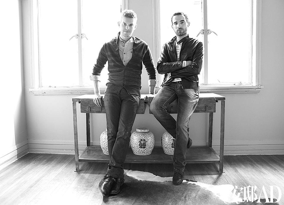空间设计:Tribeka建筑装潢咨询工作室设计师Baptiste Bohu(左)和搭档Konstantinos Chatzigiannis(右)分别来自法国和希腊。他们为这个别墅增加了外墙保温和两个阳光房,包括室内空间规划和装饰。