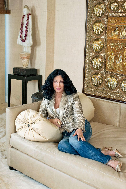 """主人: 雪儿(Cher),美国娱乐圈""""百变天后"""",原名Cherilyn Sarkisian LaPiere,1946年5月20日出生于加利福尼亚。她同时被誉为""""最会唱歌的女演员""""和""""最会演戏的女歌手"""",其音乐风格囊括了流行、摇滚、民谣、舞曲和迪斯科等,而她获得过的奖项更是包括一座奥斯卡小金人、一座格莱美留声机、一座艾美奖小女神、三座金球奖奖杯和一座戛纳金棕榈……"""
