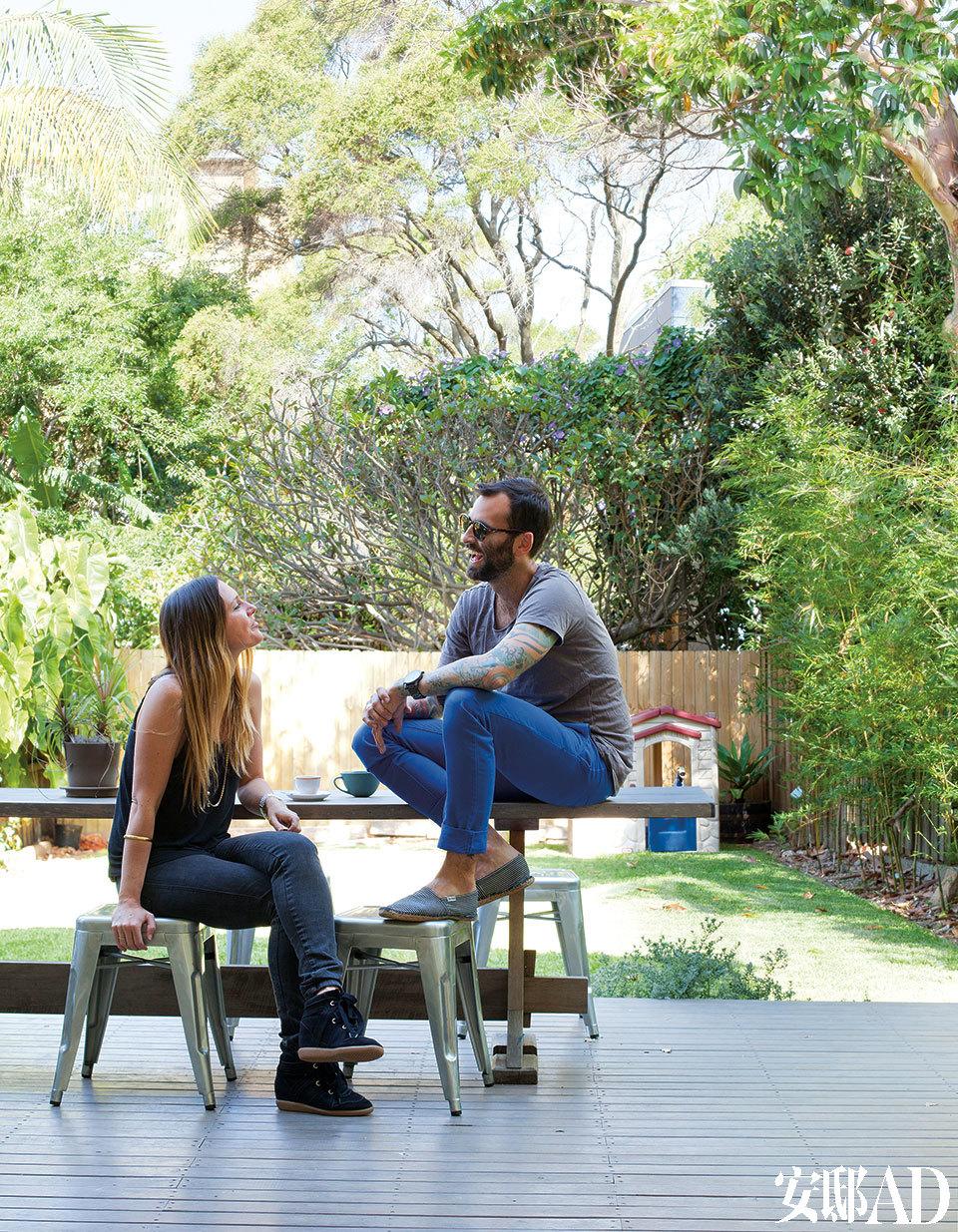 户外椅为Tolix系列产品,后花园是Liesel和Brody最爱的户外空间,也是他们3岁的宝贝女儿Harper的私享游乐园。