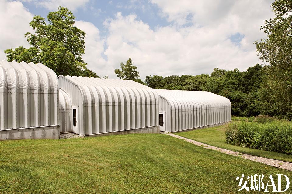 由Chris的一位知名艺术家朋友和HHF建筑事务所一起设计的艺术仓库。