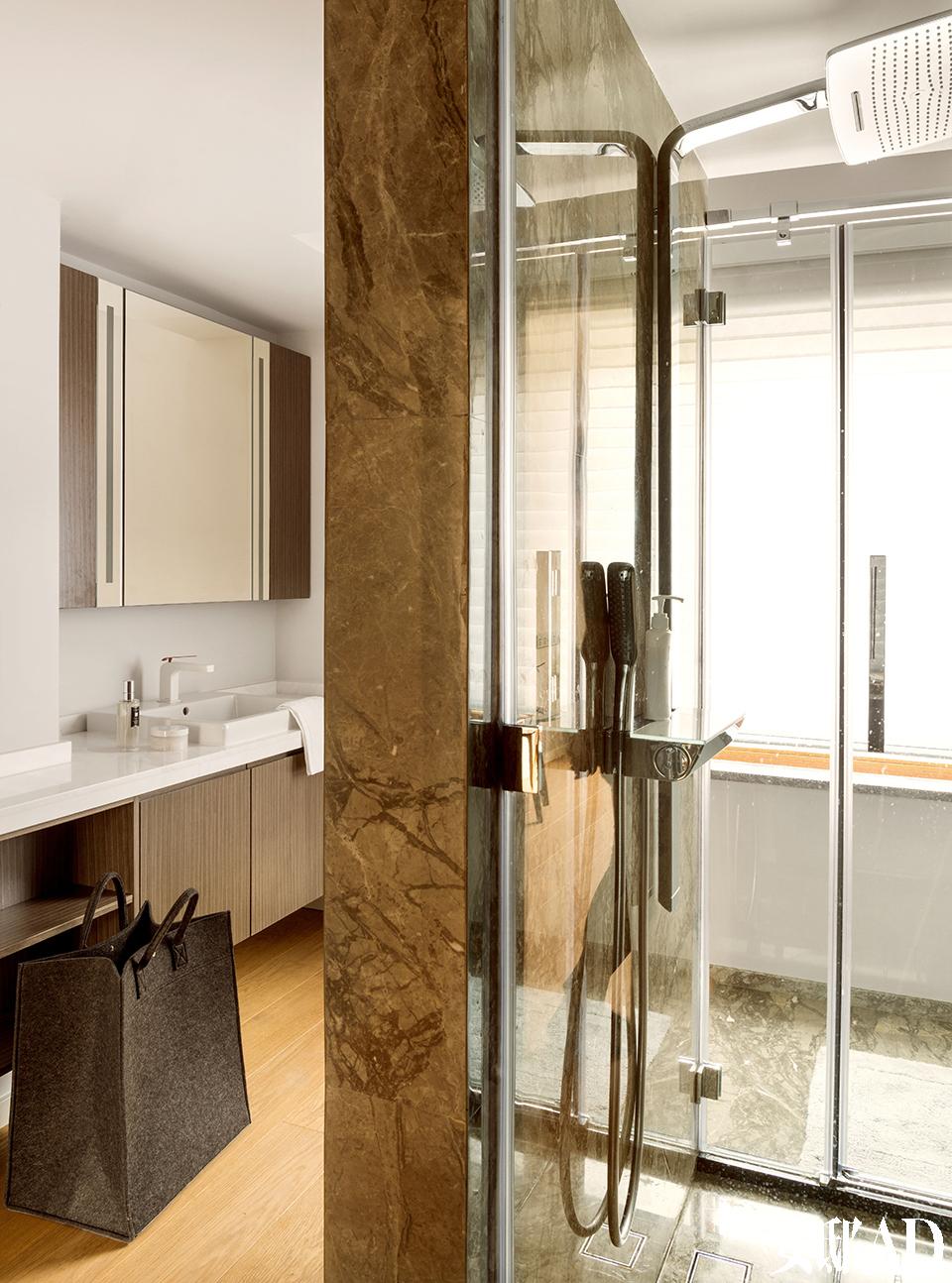 浴室中装配了Hansgrohe的卫浴设备。