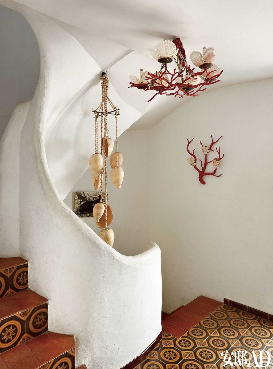 一座房子里一处旋梯的细节,小和窄恰到好处。