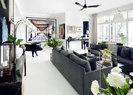 客厅作为这个家中最大的空间,严格遵循了黑白两色的装饰基调,连画框和吊扇这种细节都一丝不苟。