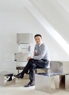 """主人:沙勇,宁波迪赛控股集团有限公司董事长。在成为一位成功的地产商之前,沙勇是宁波电视台的记者,曾经以摄影为专业的他,对于自己别墅的景观有着很高的要求,""""我觉得别墅的价值不在于室内的空间,而在于室内空间和室外美景的充分融合。""""如今他根据自己的生活方式,量身定制了一幢理想的别墅。"""