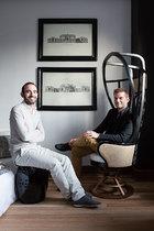 主人: Baptiste Bohu & Kostas Chatzigiannis。Baptiste Bohu(www.baptistebohu.com),来自法国,室内设计师,Baptiste Bohu室内设计公司创始人,擅长混合摩登欧洲与东方情调于室内设计当中,除了许多私宅及餐厅项目外,最近更跨足家具设计领域。Kostas Chatzigiannis,来自希腊,建筑师,比起庞大的都市建设大项目,更能从中小型老建筑的建筑项目中获得乐趣。这个位于淮海中路武康大楼的家,是Baptiste和Kostas在上海的第三个安身之处。2006年移居上海,从第一个位于外滩的现代摩登公寓、复兴中路的老式公寓到现在的家,都出自Baptiste和Kostas的改造之手。