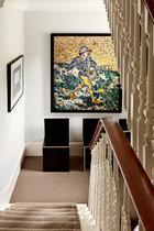 二层楼梯口处可以看到巴西艺术家Vik Muniz的画作《The Sower,after Van Gogh》。还有美国艺术家Donald Judd设计的用胶合板制作的雕塑椅。