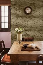 """相比正式的大餐厅,这个小的餐厅更温馨、舒适。""""家具就像家人,我们对它们太熟悉了,每次看到新的空间,总能为每件家具找到最合适它的位置。"""""""
