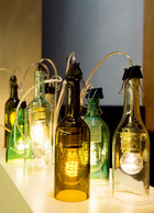 Arnd手工切割的玻璃灯具。