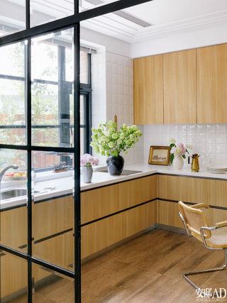木纹橱柜也可以打造出时髦厨房?