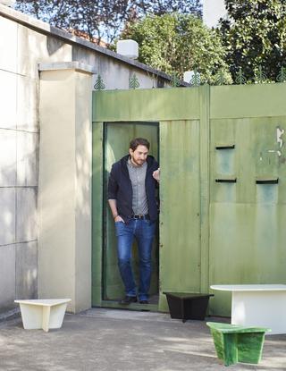 这位住在上海里弄的瑞士设计师,想为邻居设计节省空间也买得起的家具