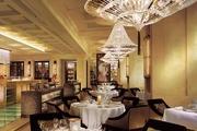 香港四季酒店 Four Seasons Hotel Hong Kong:地處中環核心位置,酒店內的法餐廳CAPRICE(食材每日由法國...