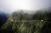 """玻利维亚北?#20848;?#26031;道有""""死亡道路""""之?#39057;?#21271;?#20848;?#26031;道,公认为世界上最危险的道路。北?#20848;?#26031;道位于南美玻利..."""