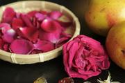 至于市场里的金雀花和玫瑰花,更是下菜的好料。