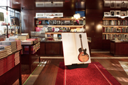 """酒店設有自己的畫廊""""Art District"""",此外還附設一座藏書超過700冊的當代藝術書店""""La Librairie des Ar..."""