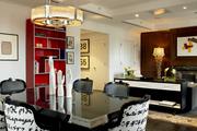 史萊辛格如今還掌管著酒店的藝術館藏擴容工程,最近剛剛新搜羅了一批由珍妮·霍爾澤(Jenny Holzer)、...