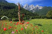 特里格拉夫山(Mount Triglav),山顶保留着一个象征民族身份的避雷针。这个国家1991年独立时,斯洛文尼...