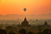 缅甸蒲甘有这么一个地方,放眼望去25平方公里的土地上挤满了2000多座佛塔的壮观场面,清晨第一缕阳光温柔...