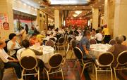 """08:00 得闲饮茶。""""食在广州""""仿佛道尽了广州人对于美馔的追求——无时无刻不享用精细的好味道,而这份讲..."""