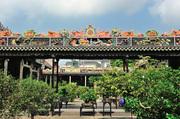 10:00 建筑之名。前后三进的陈家祠是广东地方艺术的杰出代表作,从上至下、由内而外,所有廊庑、院门、窗...
