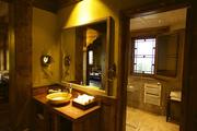 沿续了松赞一贯的风格和品质,铜洗手盆、铜门牌、铜烛台,这里的每一件铜制品都由滇西北松赞艺人纯手工打...