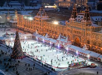 """悦游""""中国新100""""影展在莫斯科古?#20998;?#22830;百货商场盛大举办"""