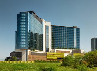 全新香港东涌世茂喜来登酒店在风景如画的香港大屿山盛大启幕