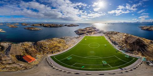 挪威亨寧斯韋爾漁村及足球場高空全景