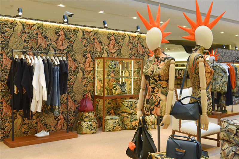 LOEWE 罗意威 William Morris 朋克印花系列 限时店揭幕