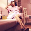 逛宜家的粉裙女孩