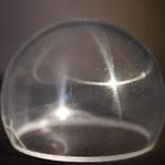 超韧性透明金属强过防弹玻璃