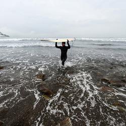 冲浪高手冬季大玩冲浪