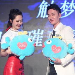 郭碧婷、冯绍峰被爆相恋 春节期间共窝豪宅三天