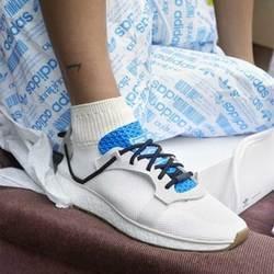 Adidas将鞋袜一体进行到底