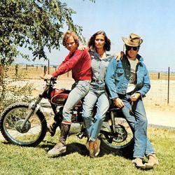 牛仔夹克带你走进70年代的公路旅行