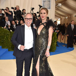 Tommy Hilfiger先生携夫人Dee Hilfiger出席2017年大都会艺术博物馆时装学院庆典