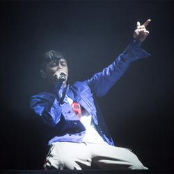 陈冠希重返舞台压轴草莓音乐节 耍帅扮酷与歌迷互动引爆全场