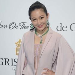 设计师兰玉出席戛纳De Grisogono派对 粉色礼服搭翡翠珠宝气质迷人
