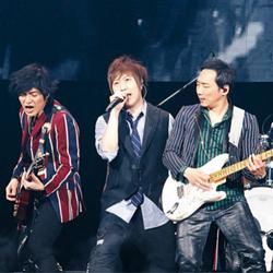 五月天《人生无限公司》演唱会圆满结束 新歌MV阿信变身卖内衣专家