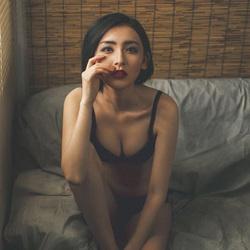 性感黑色内衣女郎