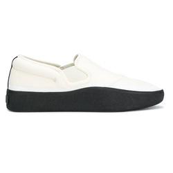 适合办公室穿着的又稳又重的小白鞋