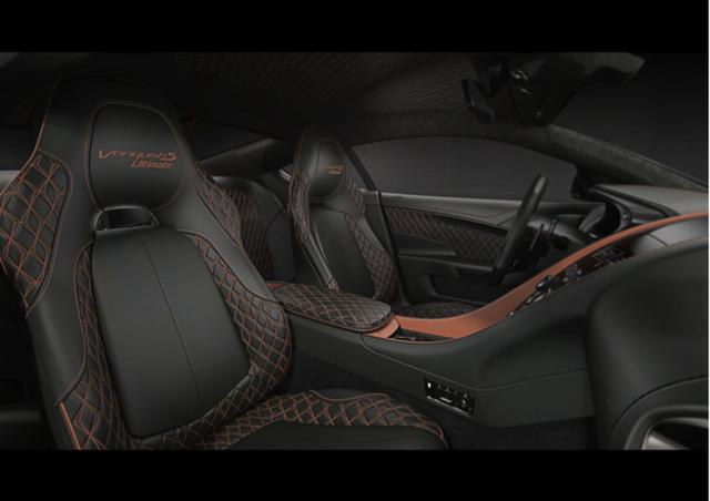 Xenon Grey外观涂装搭配Cobalt Blue元素点缀和座舱Phantom Grey皮革;White Cold外观涂装搭配Bronze元素点缀与Chestnut Tan皮革。如此多的选项彰显了品牌的包容性,可以让消费者们根据爱好自行选择。
