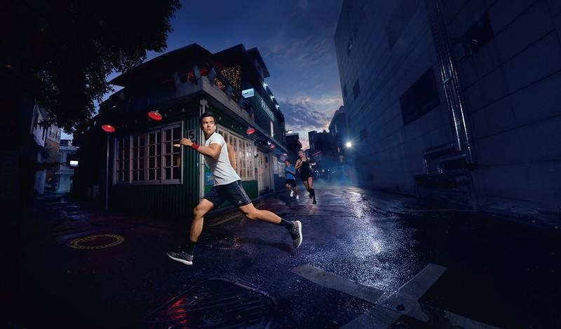 跑翻街头,适应多种可能。阿迪达斯PureBOOST GO跑鞋引领街跑风潮_潮流_GQ男士网
