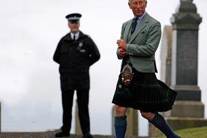 查尔斯王子又能穿心爱的苏格兰裙了!