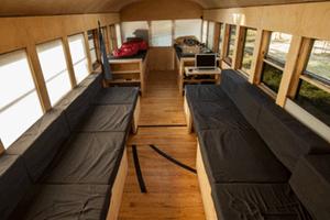 10,000美金搞定一个温馨的校车之家