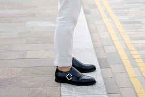 换双彩色的皮鞋搭配你的西装