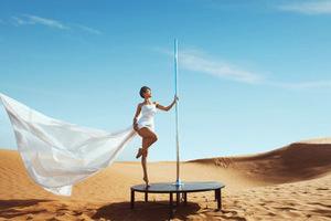 钢管舞国家队员方艺写真曝光 大漠孤烟斯人独立