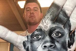 """加州艺术家创作手指绘画 """"盖章""""式作品美翻天"""