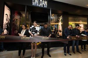 """林丹品牌旗舰店""""LIN DAN""""在成都盛大开幕"""