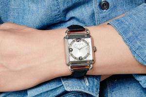 投资一块时髦的方形腕表
